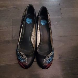 TUK size 11 peacock feather pump
